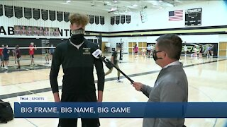 """6'10"""" Franklin volleyball star aims for third straight state appearance"""