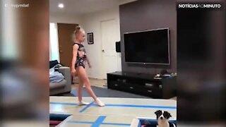 Hilário: Pai imita salto de ballet da filha