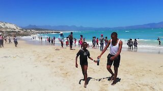 South Africa - Cape Town - Nice Weather at the beach (Video) (m76)