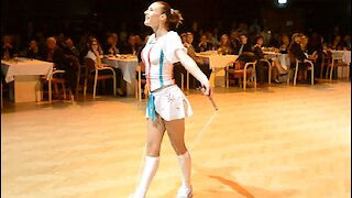 Cirque Du Soleil performer demonstrates jaw-dropping jump rope routine