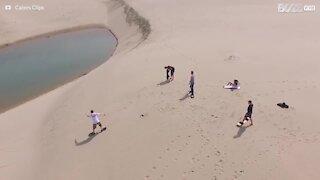 Fare snowboard sulle dune di sabbia è fantastico!