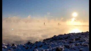 Magisk morgendis over innsjø i USA