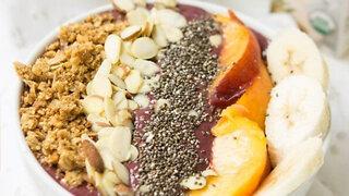 (S2E4) Chia Peach Berry Protein Green Smoothie Bowl