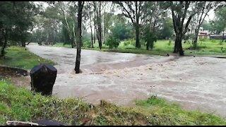 Rain causes flash flooding in Johannesburg (Sei)