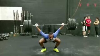 Weightlifter disguises failure with hilarious diversion!