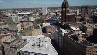 Milwaukee Mayor Tom Barrett proposes $15 hourly wage for city employees