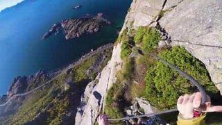 Una strada vertiginosa in Norvegia!
