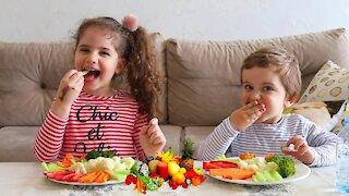 Sibling Hilariously Eating Vegetables