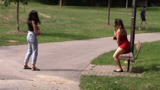 Social experiment: Woman verbally abuses her dog in public