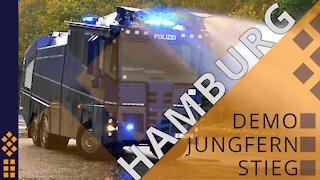 Hamburg - Wasserwerfer kommen....