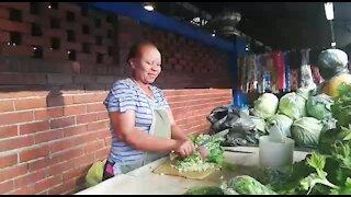 SOUTH AFRICA - Durban - Vegetable street vendor (Video) (QgR)