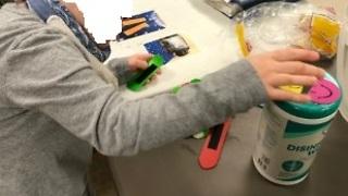 Pull-Apart-Plastics Develop Fine-Motor Skills