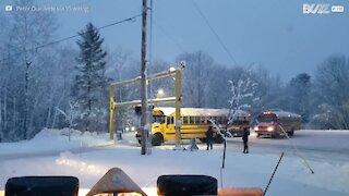 Voici comment on déneige un bus dans le Maine