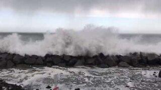 Massive waves flood city in Washington