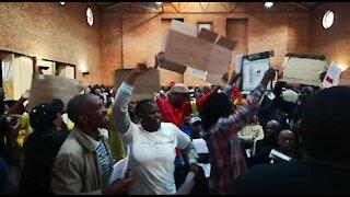 SOUTH AFRICA - Johannesburg - Alexandra residents waiting for mayor (videos) (5A3)