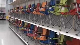 Shop fills all shelves with foldable chairs