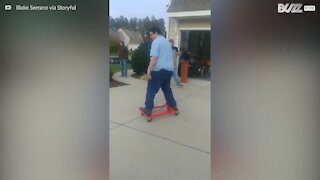 Episk fall med alternativt skateboard!
