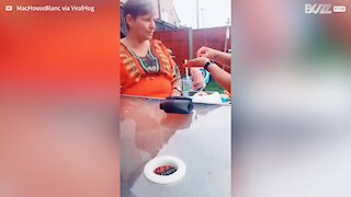 Daughter pranks mom with invisible rubber band