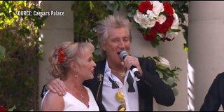 Rod Stewart crashes couple's Las Vegas wedding