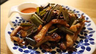 How to make fried pork with pandan leaf