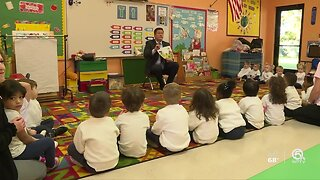 WPTV anchor Mike Trim gets students excited about reading