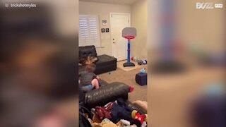 Ce petit de 2 ans serait-il le futur champion de la NBA?