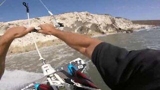 A adrenalina de praticar kitesurf na primeira pessoa!