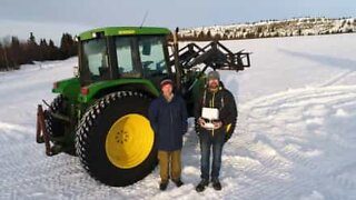 Agricoltore lascia un messaggio sulla neve