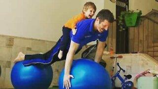 Pai e filhos mostram equilíbrio em conjunto