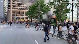 Morador filma incêndio da Starbucks em Filadélfia