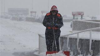 Blizzard Pounds Central U.S. Plains, Grounding Flights & Cutting Power