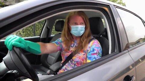 PJ: Ľudia, čo nosia rúšku v aute