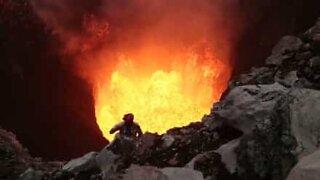 Dormire a pochi metri da un vulcano attivo...