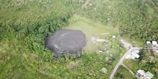 Drone bilder av utbrudd fra en gjørmevulkan i Karibien
