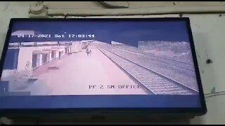 salvamento de criança, comboio, índia