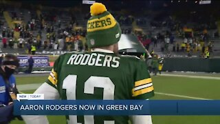 Aaron Rodgers arrives in Green Bay
