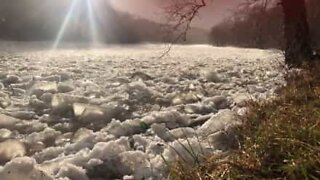 Isflod er i bevægelse i USA