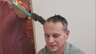 Man gets haircut respecting social distancing rules