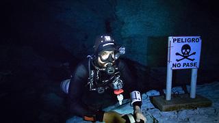 Fearless scuba divers explore infamous Caracol Cenote