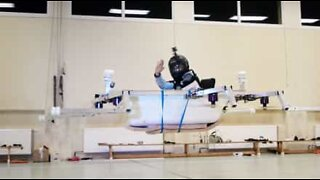 The first piloted bathtub takes flight!