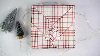 Awesome Christmas Tree Gift Wrapping Idea!
