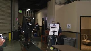 Cavs enter the arena ahead of Game 1 against the Warriors