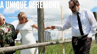 A Couple Got Married At The Canada-US Border So Both Their Families Could Attend