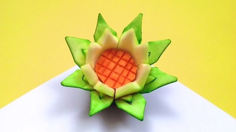 DIY: How to make a lotus flower with a zucchini