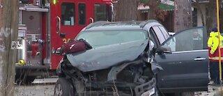 4 hurt in car crash, including 3 police officers, in Detroit