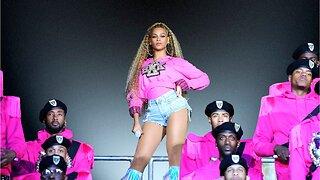 Taylor Swift's Familiar Looking Billboard Music Awards Performance