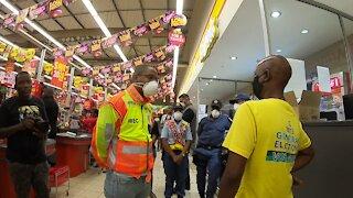 SOUTH AFRICA - Durban - Coronavirus: Day 3 - Umlazi police patrol lockdown activities (Video) (C5f)