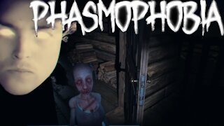 Hunting ghosts in phasmophobia!