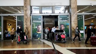 South Africa - Johannesburg - Flight from China Arrives in South Africa (video) (Rmk)