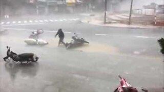 Orkan Damreys herjinger i Vietnam